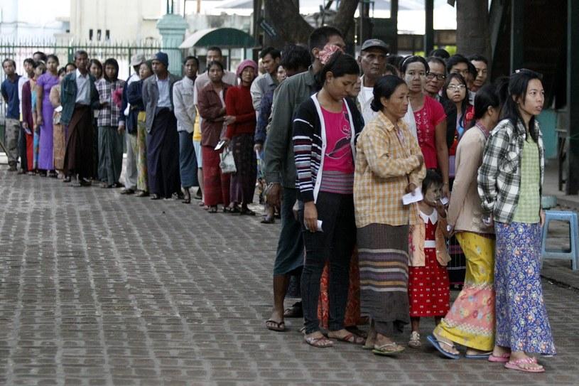 Uprawnionych do głosowania było ok. 30 mln ludzi, a frekwencja wyniosła ok. 80 proc. /PAP/EPA
