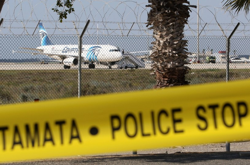 Uprowadzony samolot po wylądowaniu na Cyprze /KATIA CHRISTODOULOU  /PAP/EPA