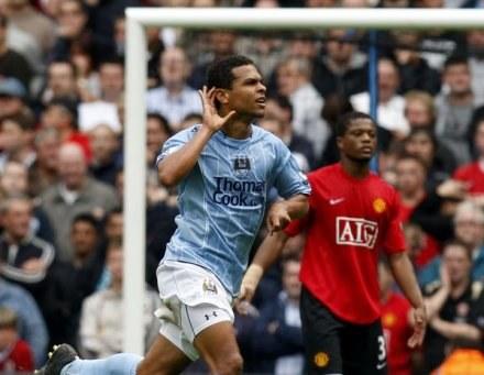 Uradowany Geovanni nasłuchuje owacji z trybun City of Manchester Stadium /AFP