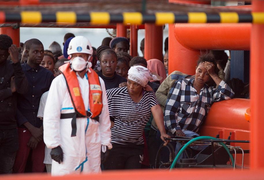 Uratowani przez Hiszpanię migranci w  Motril /MIGUEL PAQUET /PAP/EPA
