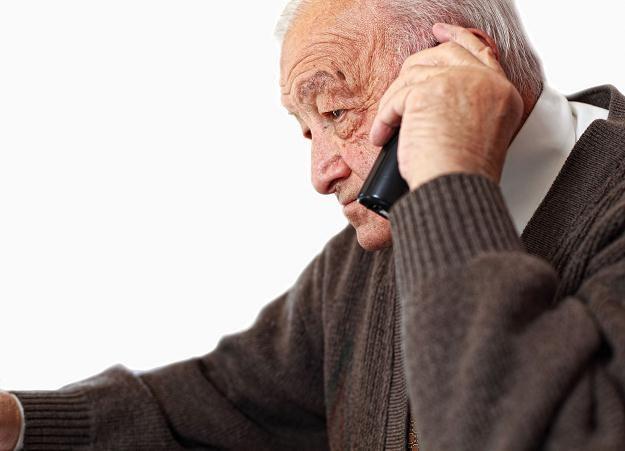 Uregulowane zostały zasady zawierania umów przez telefon /©123RF/PICSEL