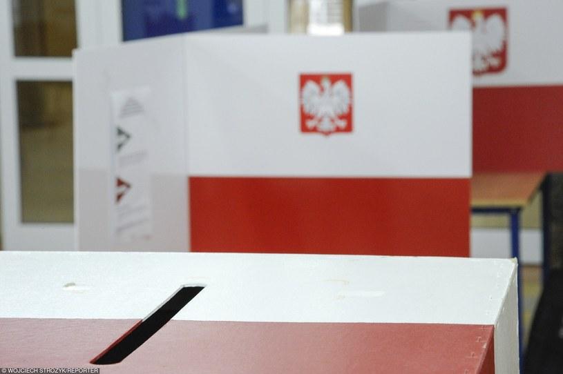 Urna wyborcza w trakcie wrześniowego referendum /Wojciech Stróżyk /Reporter