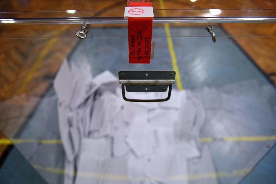 Urna wyborcza. Zdjęcie ilustracyjne /Darek Delmanowicz /PAP
