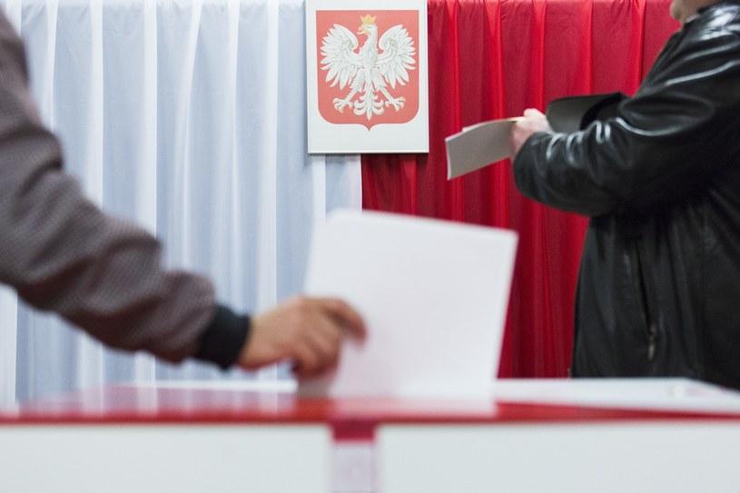 Urna wyborcza /Andrzej Hulimka  /Reporter