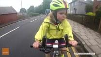 Urocza 4-letnia rowerzystka zaskoczyła kierowcę ciężarówki
