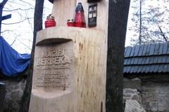 Uroczyste odsłonięcie symbolicznego grobu Macieja Berbeki