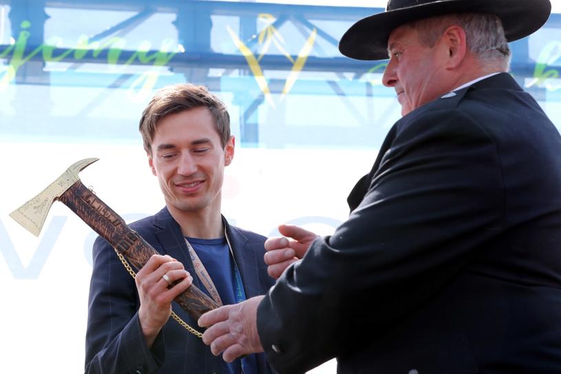 Uroczyste powitanie dwukrotnego medalisty olimpijskiego z Pjongczang Kamila Stocha w Zębie / Grzegorz Momot    /PAP