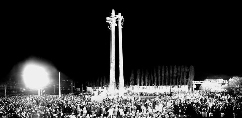 Uroczystość odsłonięcia Pomnika Poległych Stoczniowców /Tomasz Wierzejski /Fotonova