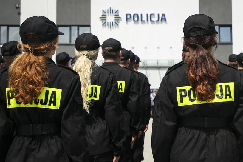 Uroczystość ślubowania nowych funkcjonariuszy policji  w Komendie Powiatowej Policji w Krakowie /Beata Zawrzel /Reporter
