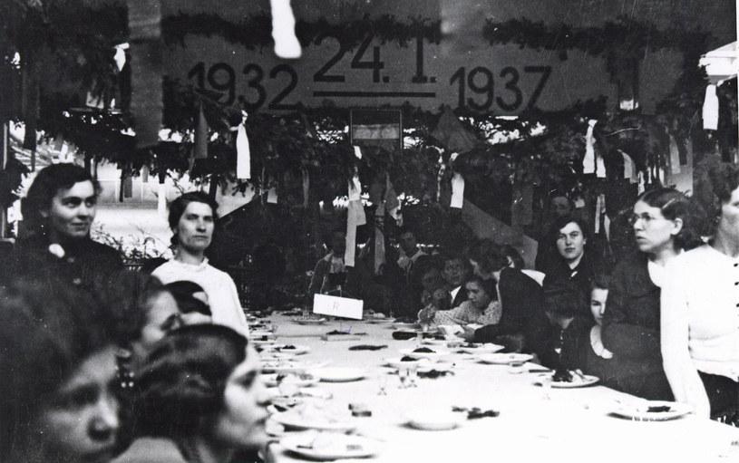Uroczystość z okazji 5-lecia fabryki gumy, (1937 r.) /Z archiwum Stomil Sanok SA /INTERIA.PL