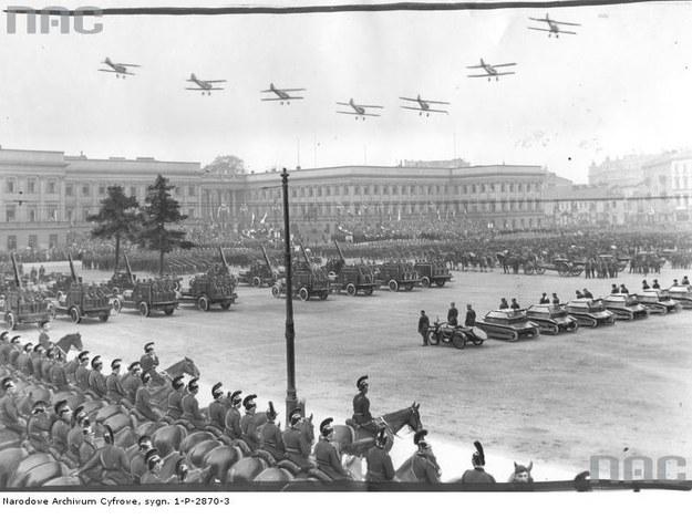 Uroczystości 3 Maja na placu Saskim w 1932 r. /Z archiwum Narodowego Archiwum Cyfrowego /