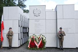 Uroczystości pogrzebowe 35 Żołnierzy Wyklętych na warszawskich Powązkach