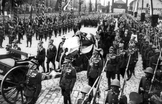 Uroczystości pogrzebowe Józefa Piłsudskiego w Krakowie /Z archiwum Narodowego Archiwum Cyfrowego