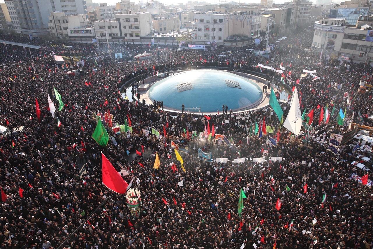 """Uroczystości pogrzebowe Kasema Sulejmaniego. """"Miliony ludzi żegnają generała"""""""