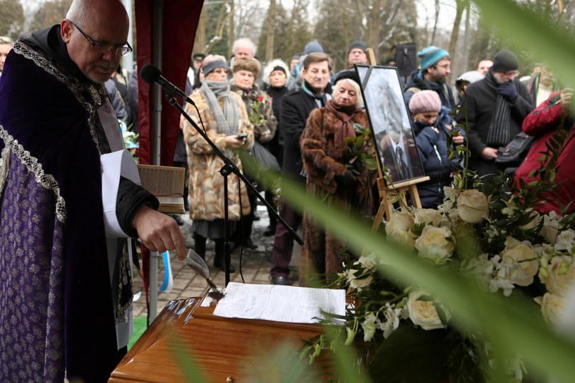 Uroczystości pogrzebowe Mieczysława Święcickiego odbyły się w Alei Zasłużonych na Cmentarzu Rakowickim w Krakowie /Stanisław Rozpędzik /PAP