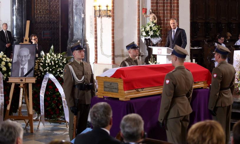 Uroczystości pogrzebowe profesora Władysława Bartoszewskiego, przemawia Donald Tusk /Paweł Supernak /PAP
