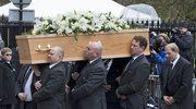 Uroczystości pogrzebowe Stephena Hawkinga. Symboliczne kwiaty na trumnie