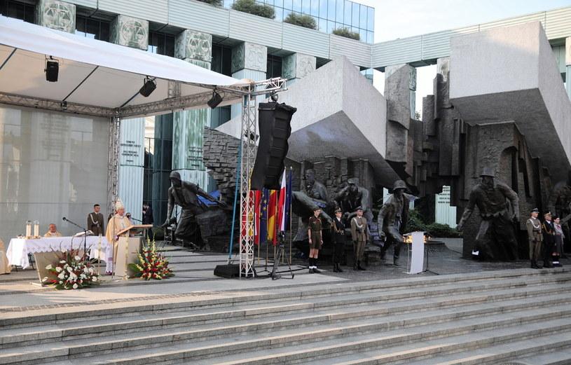Uroczystości upamiętniające 77. rocznicę wybuchu Powstania Warszawskiego /PAP/Wojciech Olkuśnik /PAP