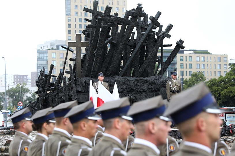 Uroczystości upamiętniające ofiary Operacji Polskiej NKWD w latach 1937-1938 odbyły się przed Pomnikiem Poległym i Pomordowanym na Wschodzie /Rafał Guz   /PAP