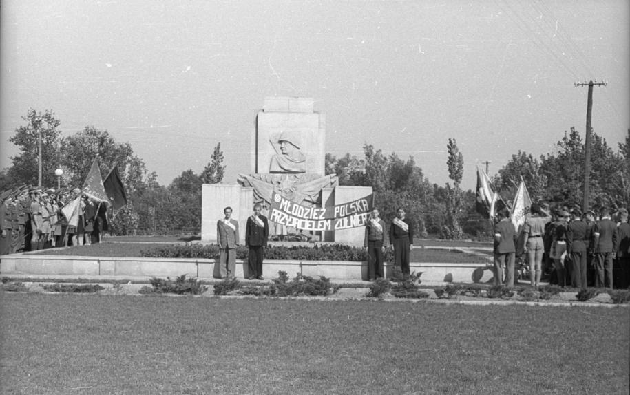 Uroczystości w trzecią rocznicę wyzwolenia warszawskiej dzielnicy Praga przez wojska radzieckie /CAF /PAP