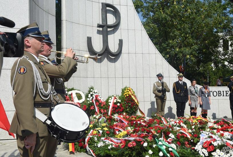 Uroczystości z okazji 73. rocznicy wybuchu Powstania Warszawskiego /Radek Pietruszka /PAP