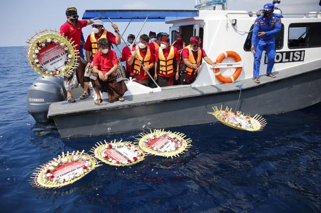 Uroczystości żałobne na morzu /JOHANNES CHRISTO /PAP/EPA