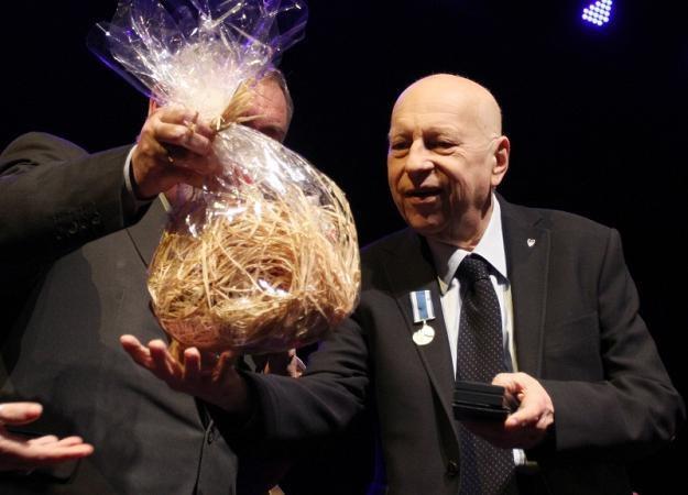 Urodzinowa uroczystość Jerzego Stuhra odbyła się w Teatrze Ludowym / fot. Jacek Bednarczyk /PAP