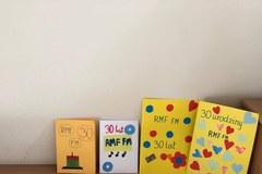 Urodzinowe laurki dla RMF FM od uczniów szkoły podstawowej w Morągu