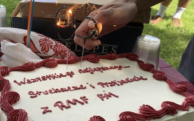 Urodzinowy tort od RMF FM dla płk. Lipińskiego /Paweł Żuchowski /RMF FM