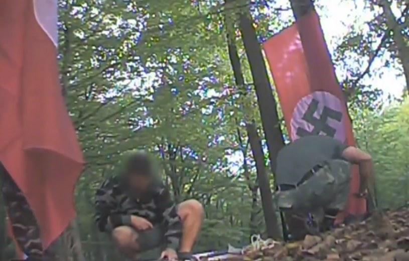 """""""Urodziny"""" Hitlera w wodzisławskim lesie /""""Superwizjer"""" TVN /"""