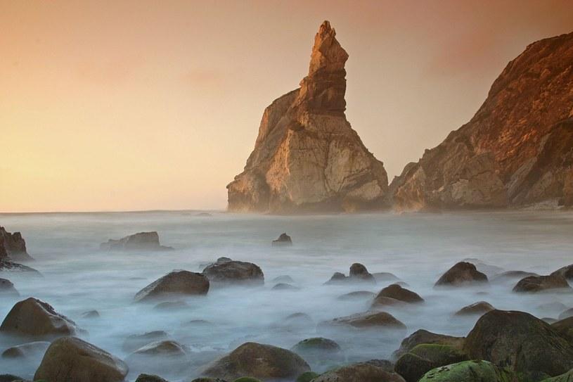 Ursa - ta portugalska plaża należy do najpiękniejszych na świecie /123RF/PICSEL