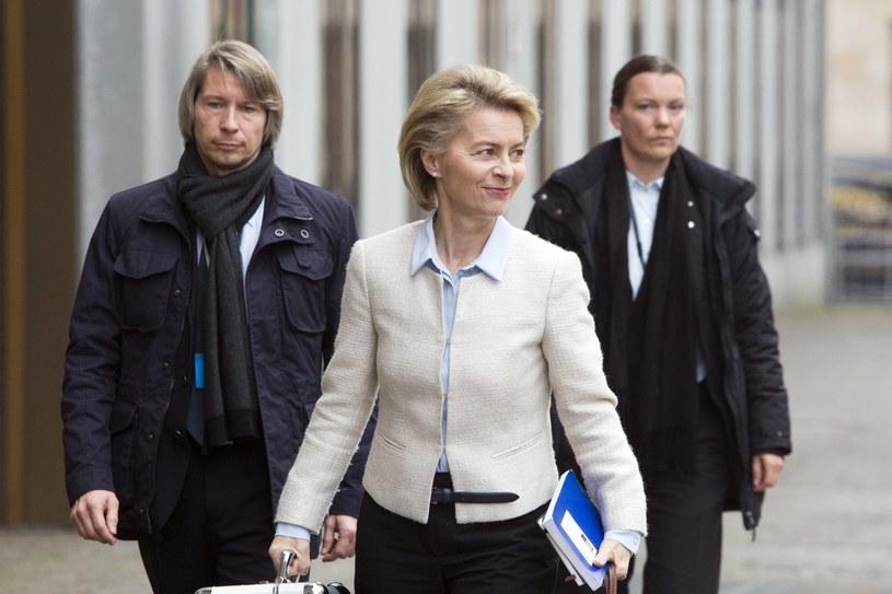 Ursula von der Leyen (C) /PAP/EPA