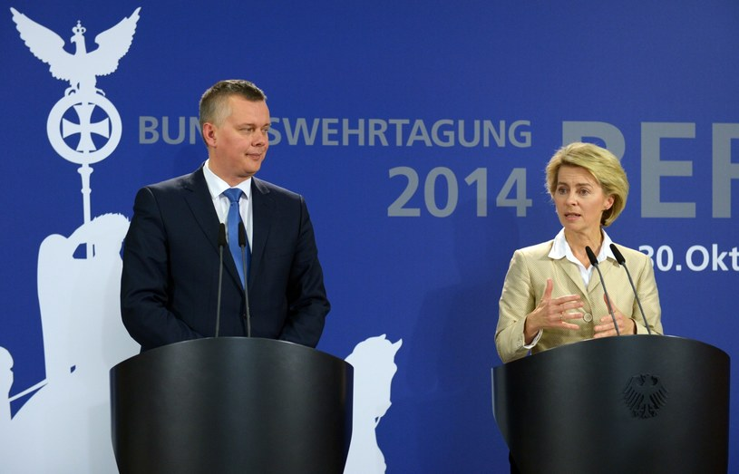 Ursula von der Leyen (P) i Tomasz Siemoniak (L) /PAP/EPA
