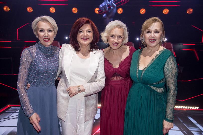 """Urszula Dudziak i siostry Szydłowskie w programie """"The Voice Senior"""" /Jan Bogacz/TVP /materiały prasowe"""