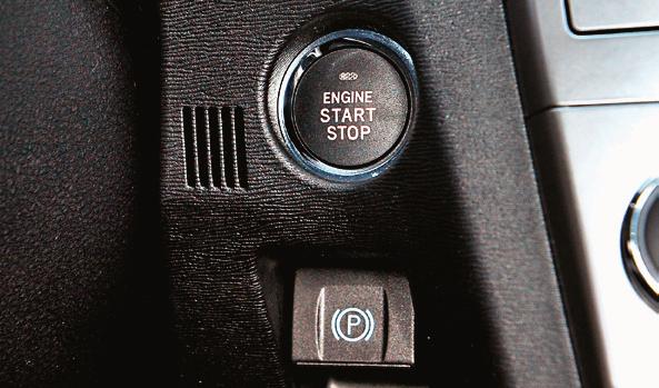 Uruchamianie przyciskiem: Sol Plus. Poniżej guzik hamulca pomocniczego. /Motor