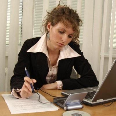 Uruchomienie własnej działalności może okazać się sposobem na uzyskiwanie stałych dochodów /© Bauer
