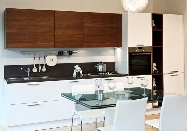 Urządzenia w kuchni powinny być ustawione zgodnie  z kolejnością wykonywania prac podczas gotowania /©123RF/PICSEL