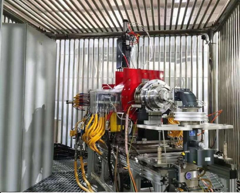 Urządzenie wykorzystywane do przeprowadzania rezonansu elektronowo-cyklotronowego (ECR). Fot. Chińska Akademia Nauk /materiały prasowe