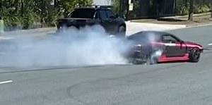Urządził sobie pokaz driftu na publicznej drodze. Policja nie była zachwycona