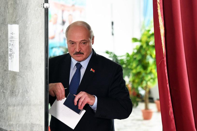 Urzędujący prezydent Białorusi Alaksandr Łukaszenka podczas głosowania /AFP