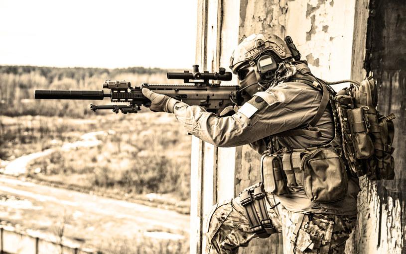 US Army z bronią nowej generacji /123RF/PICSEL