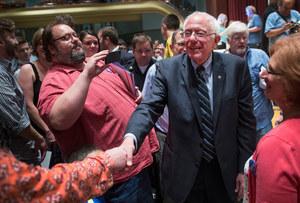 USA: 73-letni socjalista objawieniem kampanii wyborczej