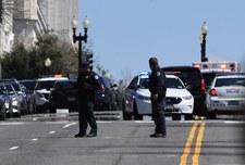 USA: Atak na Kapitolu. Samochód staranował policjantów