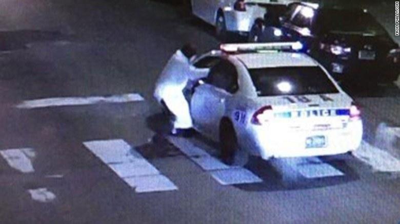 """Usa, Filadelfia. 30-letni mężczyzna oddał 13 strzałów w kierunku policjanta """"w imię islamu"""" /edition.cnn.com /"""