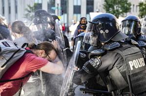 USA: Manifestacja w Waszyngtonie. Policja użyła granatów hukowych i flar
