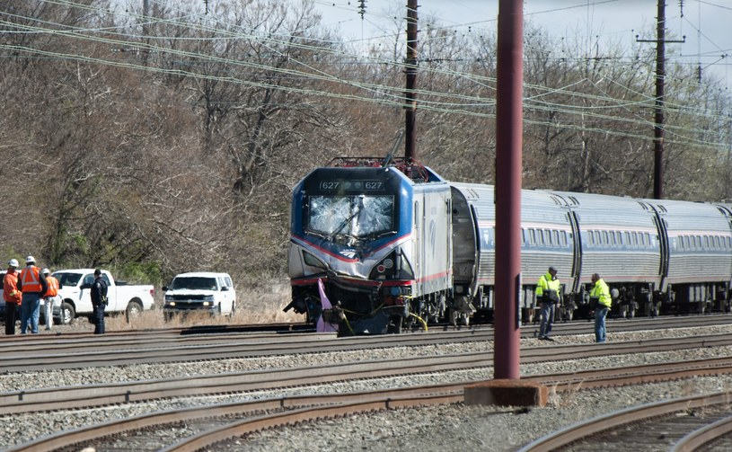 USA: Pociąg uderzył w koparkę. Są ofiary /PAP/EPA