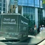 """USA. """"Zakład pogrzebowy"""" jeździł po mieście ciężarówką z napisem """"nie daj się szczepić"""""""