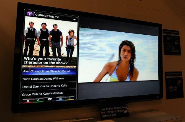 Usługi internetowe stają się standardem we wszystkich telewizorach /AFP
