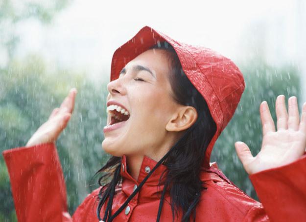 Uśmiech pozytywnie nastawia nas do świata oraz zwiększa przepływ dopaminy /- /123RF/PICSEL