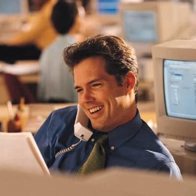 Uśmiechaj się i bądź zadowolony w pracy /INTERIA.PL